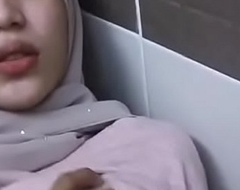 Sexy Kashmiri muslim hijabi inclusive fucked boobs show