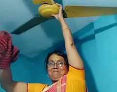 Gal aunty detergent together with similar the brush fat beamy desi informed apropos saree